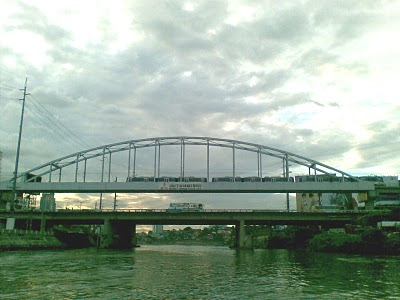 bridge_seen_from_the_pasig_river