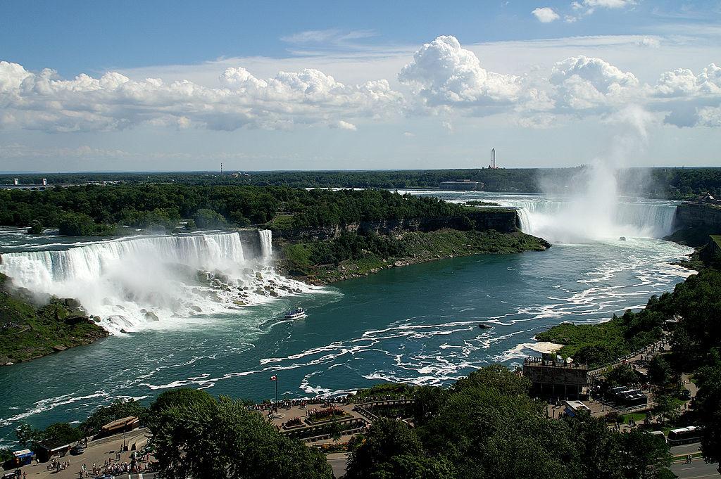https://en.wikipedia.org/wiki/Niagara_Falls#/media/File:3Falls_Niagara.jpg