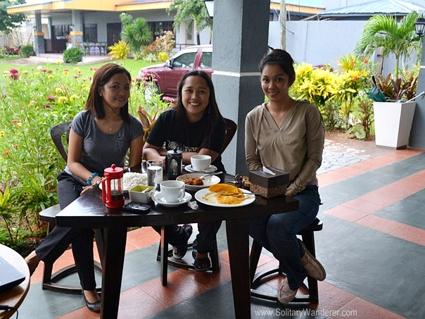 L-R: Bernadith Barrientos (staff), me, Rowena (co-owner) enjoying breakfast.