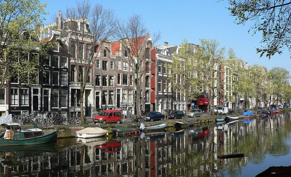 1024px-Amsterdam_052006