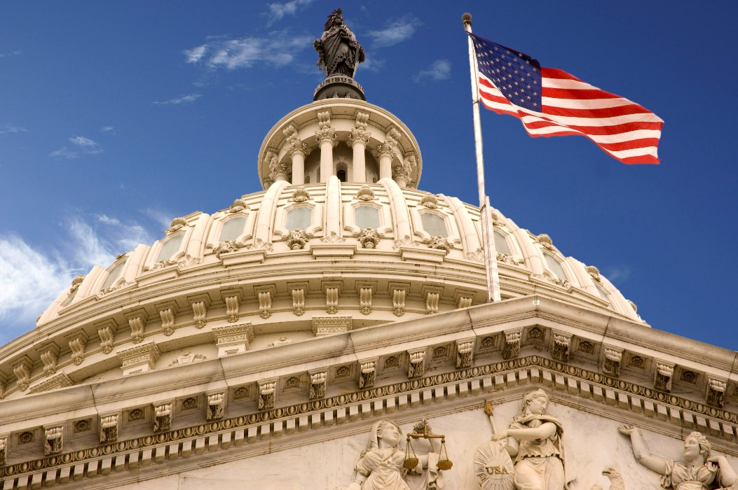 United_States_Capitol_Dome_and_Flag