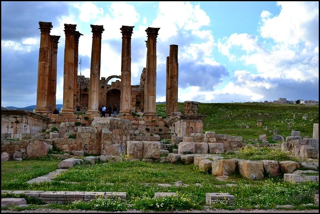 artemis temple roman ruins in jerash