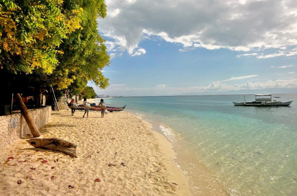 White_Beach_Moalboal_Cebu