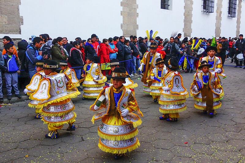 Bolivia_Potosi_San-Bartolome_parade_boys