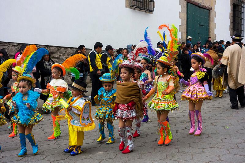 Bolivia_Potosi_San-Bartolome_parade_girls