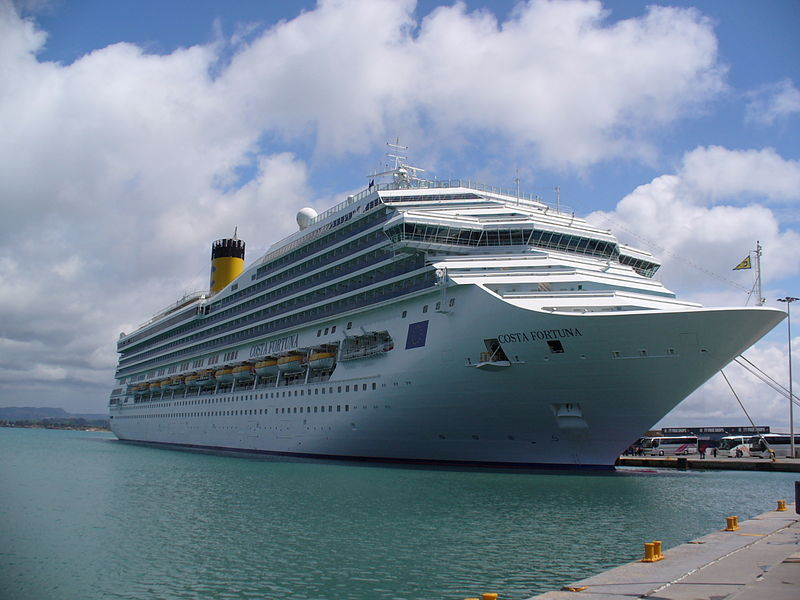 cruise ship katakolon