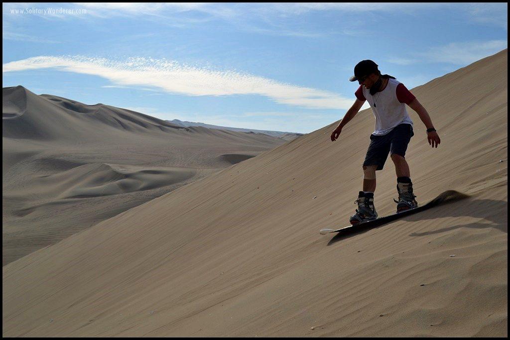 huacachina-sandboarding