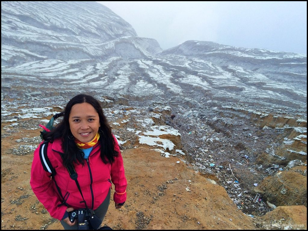 rim ijen crater indonesia