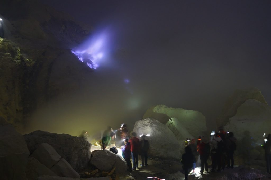 ijen crater blue flame
