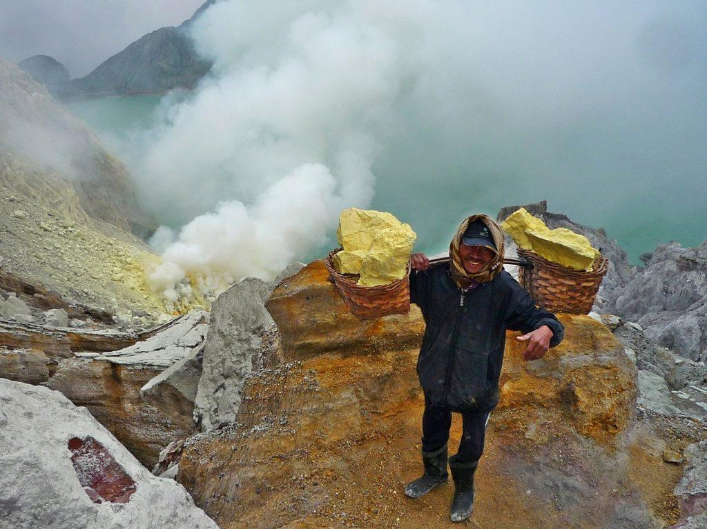 ijen sulfur miner