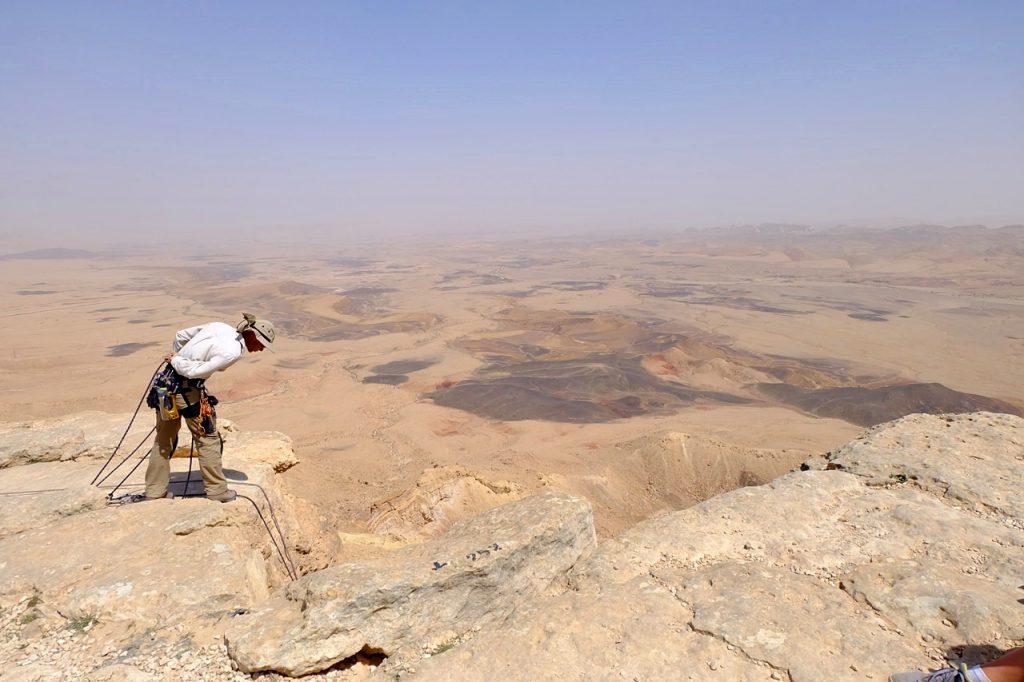 rappelling in israel -- 4x desert yoash limon