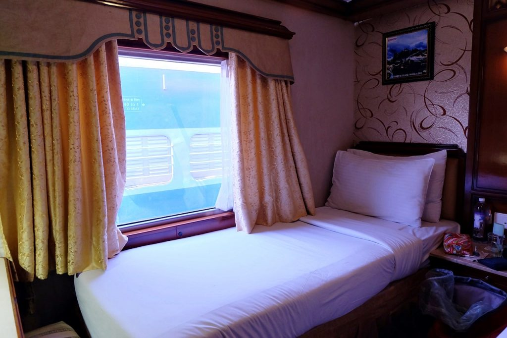 golden chariot india cabin