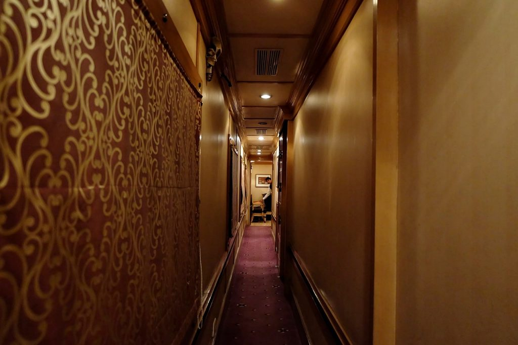 golden chariot india hallway