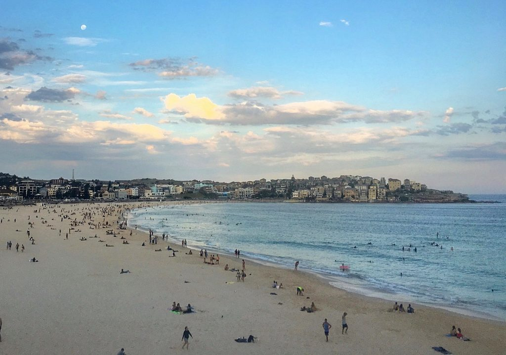 solo travel tips sydney beach