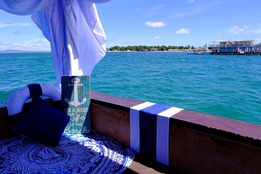 TawHai Floating Bar