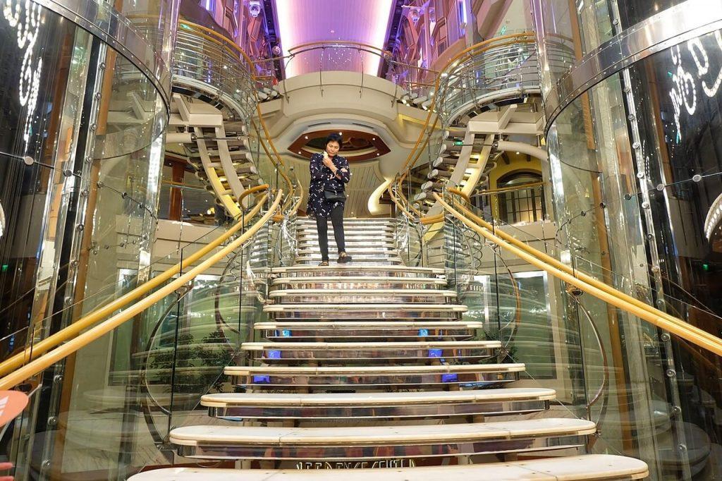 Royal Caribbean - Voyager of the Seas - La Scala staircase
