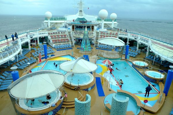 Royal Caribbean - Voyager of the Seas - Swimming Pools