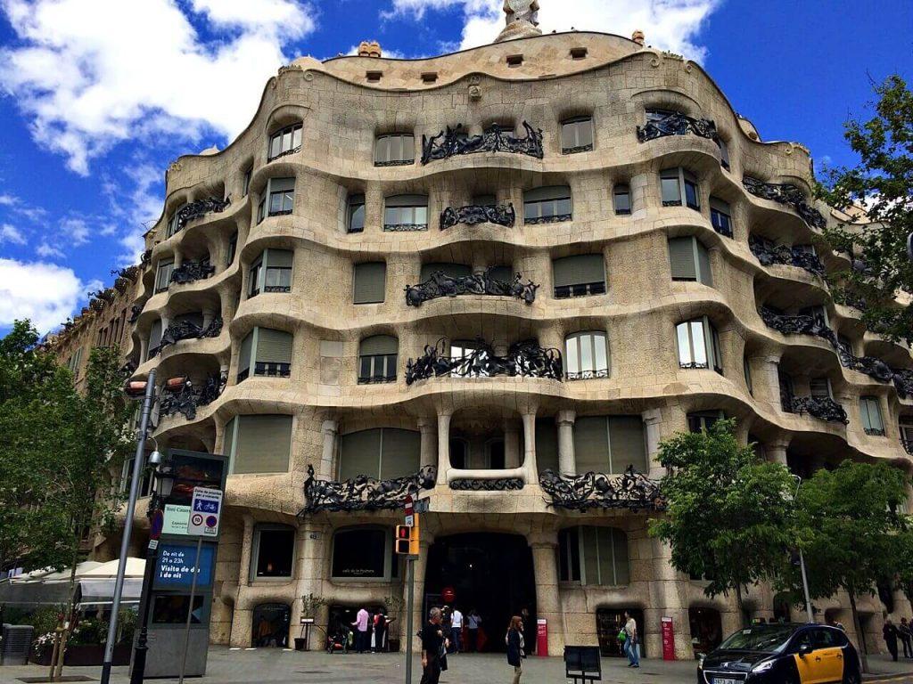 barcelona travel guide - gaudi's la pedrera