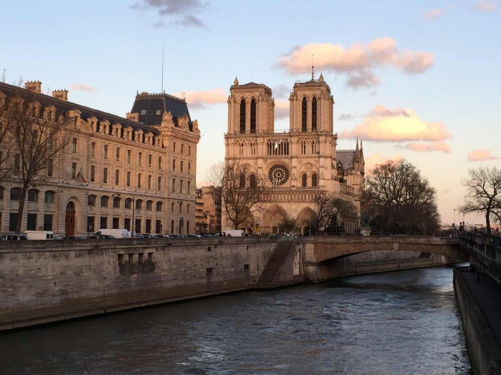 Paris travel tips -- river  cruise