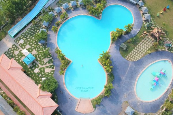 Crystal Waves Resort in Nueva Ecija